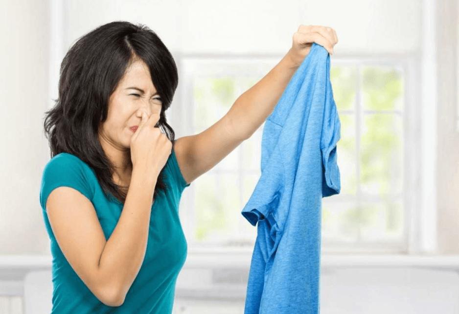 Nguyên nhân quần áo bị hôi
