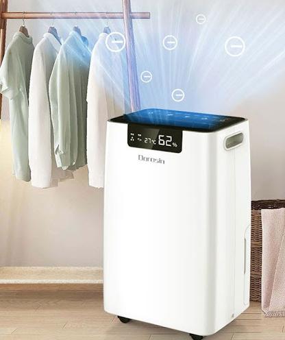 Dùng máy hút ẩm không khí để khử mùi hôi quần áo khi trời mưa