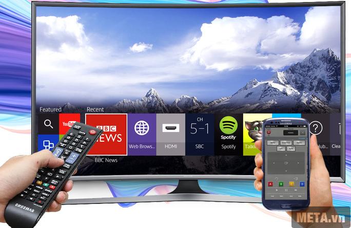 Tivi màn hình cong Samsung 48 inch Full HD UA48J6300 có thể kết nối với điện thoại thông minh.