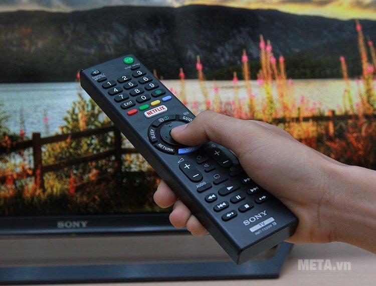 Điều khiển thông minh của tivi LED Sony cho phép bạn xem bất cứ thứ gì một cách dễ dàng.