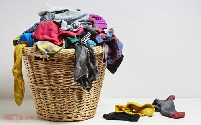 Máy giặt cửa trên AQUA 8kg AQW-S80KT với thiết kế lồng giặt rộng có khối lượng giặt giũ lớn