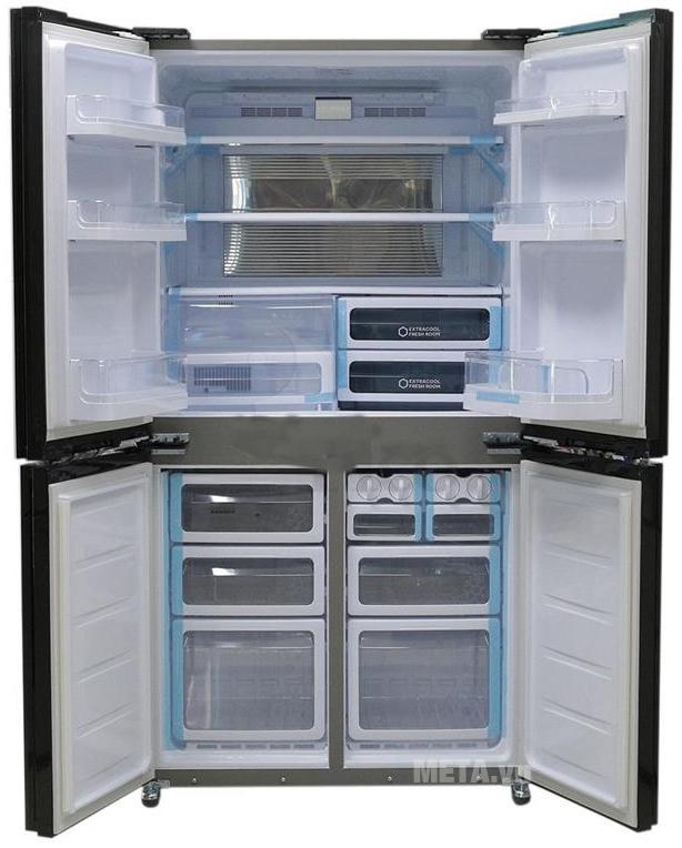 Tủ lạnh side by side 556 lít Sharp SJ-FX630V-ST với hệ thống khay kệ có khả năng chịu lực cao.
