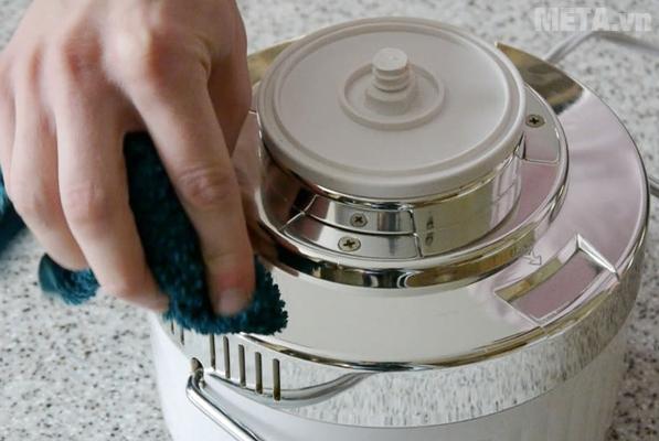 Để các bộ phận trên khăn khô cho ráo hết nước