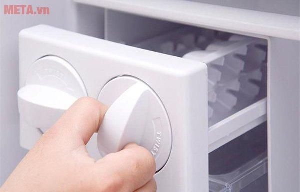 Tủ lạnh 335 lít Hitachi VG400PGV3 thiết kế khay đá xoay