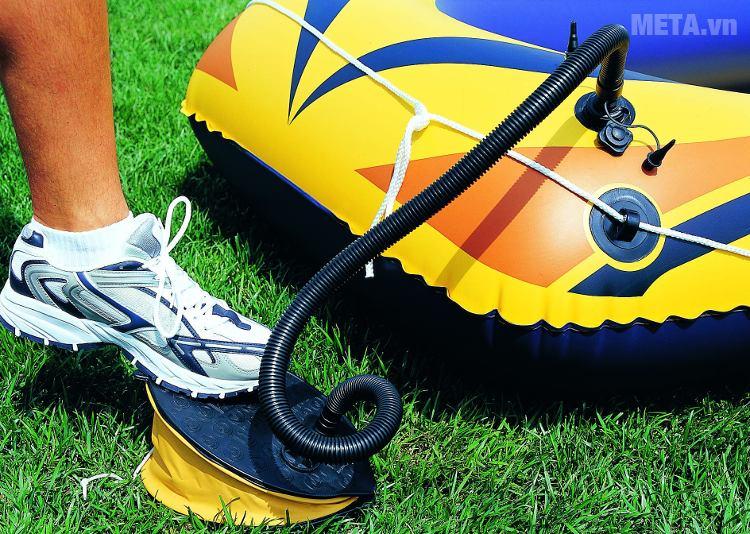 Bơm chân Bestway 62023 được sử dụng để bơm thuyền phao.