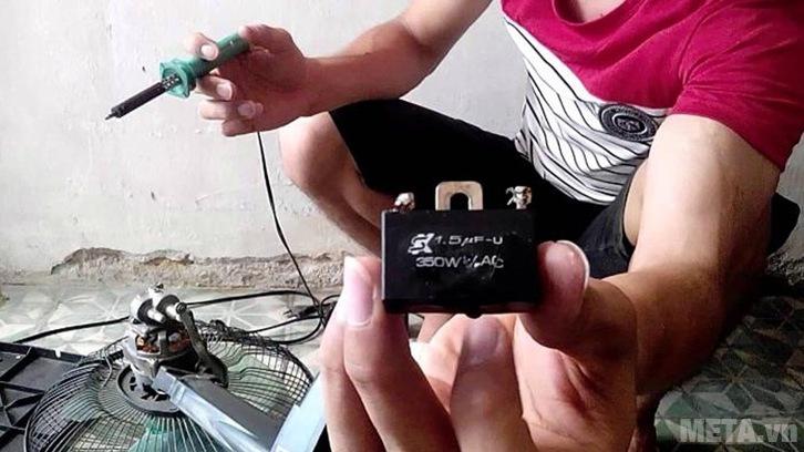 Chọn tụ điện mới có cùng chỉ số điện áp, điện dung với tụ điện cũ để thay thế