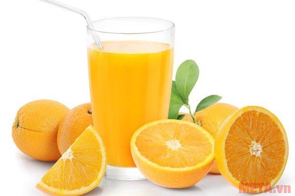 Máy vắt cam Braun CJ3050 mang đến những ly nước cam bổ dưỡng chỉ trong vài giây.