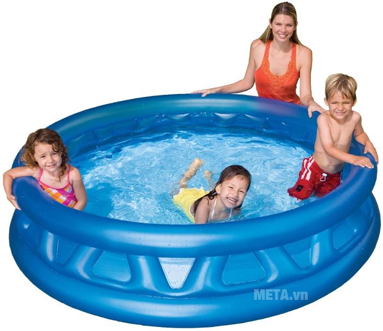 Bể bơi gia đình tròn xanh Intex 58431 với màu xanh mát dịu.