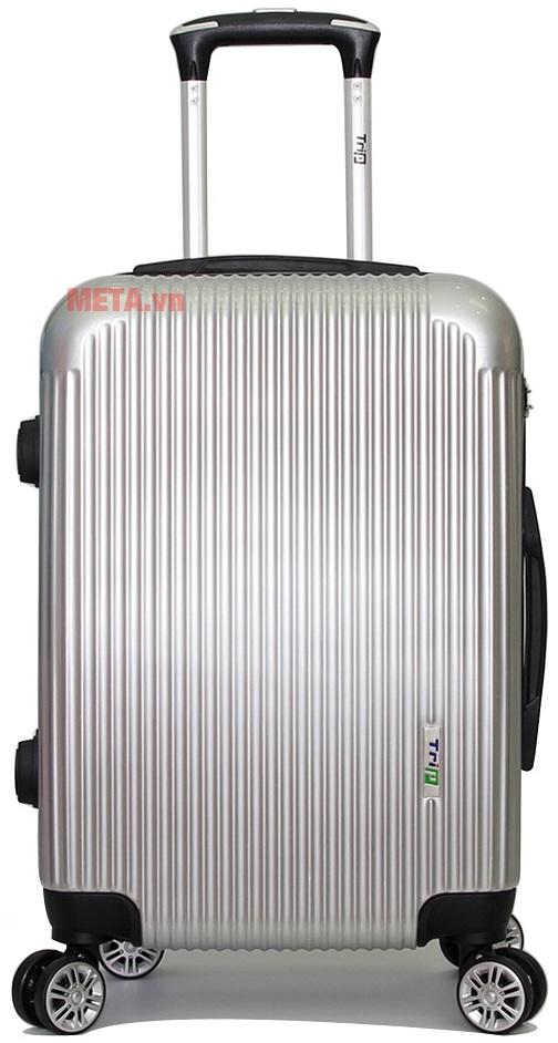Vali Trip P807A size 50cm với thiết kế màu bạc.