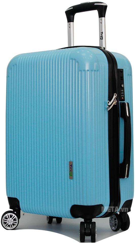 Vali Trip P807A size 70cm với thiết kế màu xanh ngọc bắt mắt.