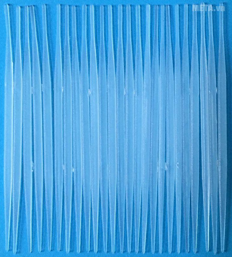 Tăm nguyên sinh TD được làm bằng nhựa an toàn.