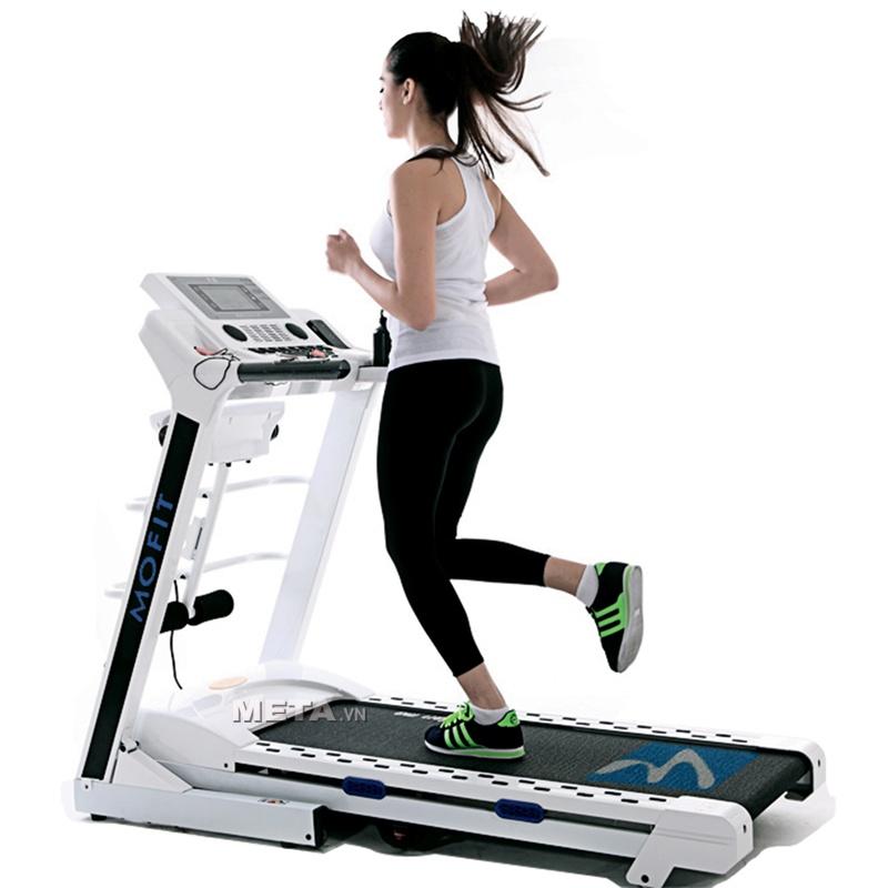 Chạy bộ thường xuyên với máy chạy bộ chạy điện cao cấp HM 1827AD giúp giảm mỡ bụng hiệu quả.