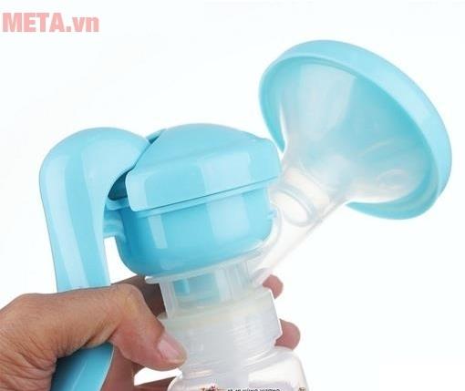 Máy hút sữa tay thông minh có mát xa silicone UP1637 với thiết kế tay cầm chắc chắn.
