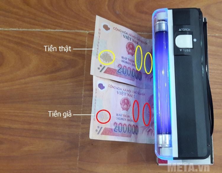 Phân biệt giữa tiền giả và tiền thật.