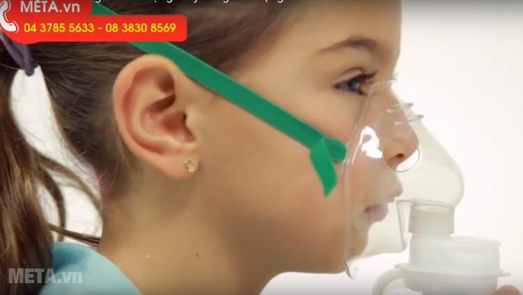 Máy xông mũi họng Omron NE-C801 thích hợp cho cả trẻ em.