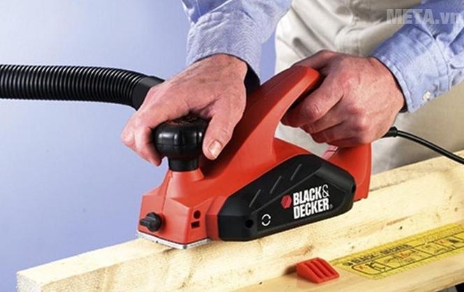 Máy bào gỗ 650W Black&Decker KW712-QS bào sâu 2mm và bào ngang 82mm