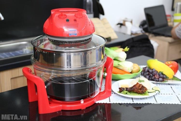 Lò nướng thủy tinh Sunhouse SH-410 có khay nướng tăng tầng giúp nướng được nhiều thực phẩm hơn.