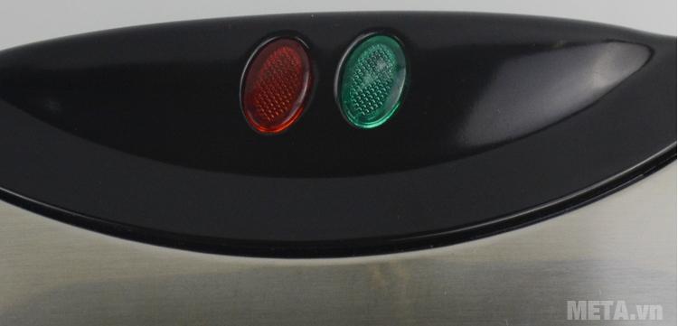 Kẹp nướng sandwich Tiross TS-514 có thiết kế đèn báo.