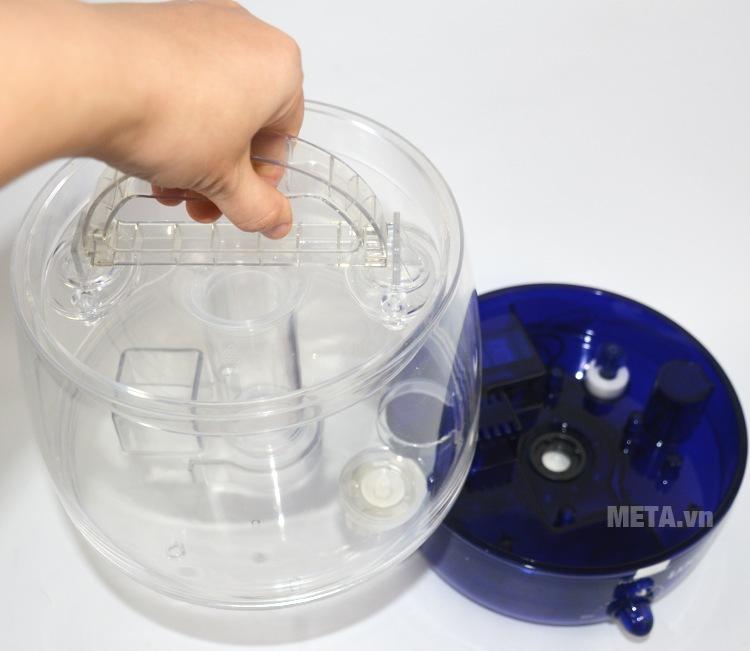 Máy tạo độ ẩm Laica HI3006 (HI3006T) với ngăn đựng nước có quai xách tiện dụng.
