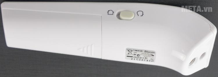 Nhiệt kế đo trán hồng ngoại Microlife FR1MF1 với thiết kế nút điều khiển bên hông máy.