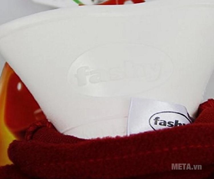 Túi chườm nóng lạnh Fashy 6530-42 bọc lông cừu màu đỏ thiết kế bình đựng nước bằng nhựa pvc.