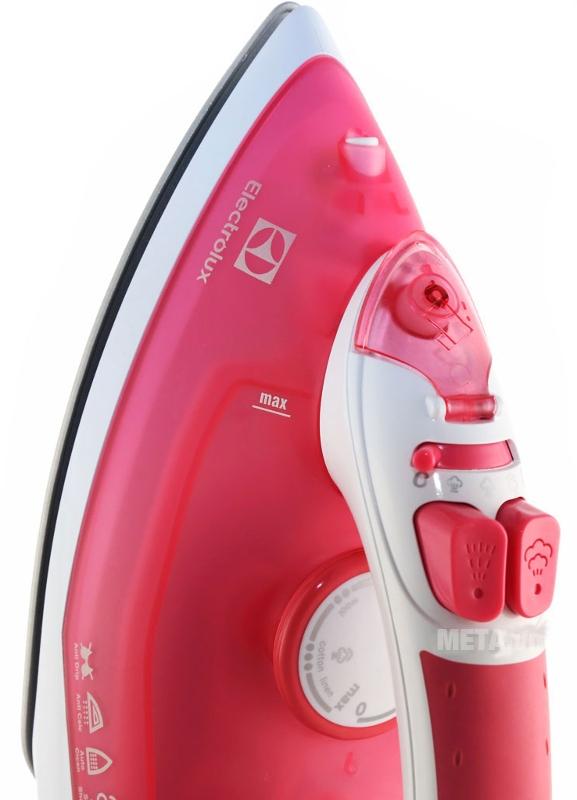Bàn là hơi nước Electrolux ESI4005 có chế độ phun hơi nước tiện lợi