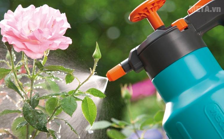 Bình xịt áp suất 1,25 lít Gardena 00814-20 thiết kế miệng phun tia đều.