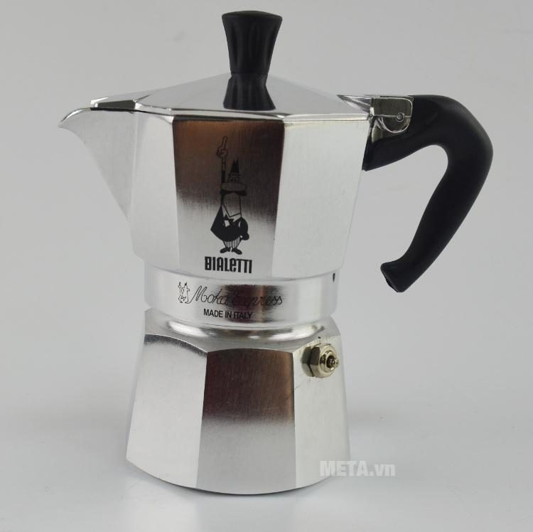 Trên thân ấm pha cà phê Bialetti Moka Express 3TZ BCM-1162 có in xuất xứ Italy.