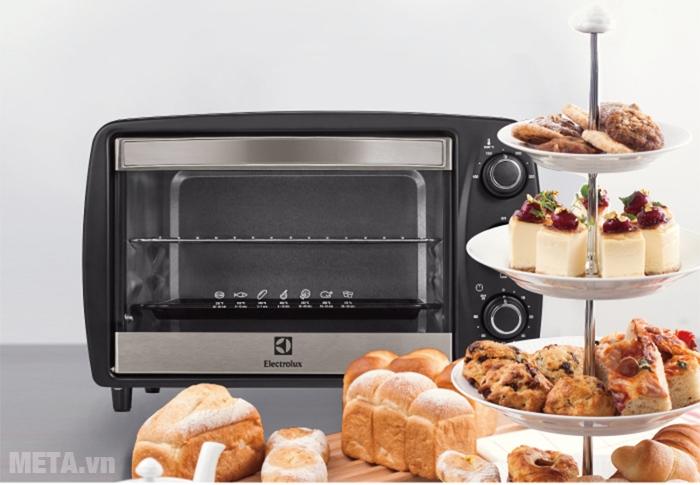 Lò nướng để bàn Electrolux EOT3805K 15 lít nướng được nhiều loại bánh khác nhau.