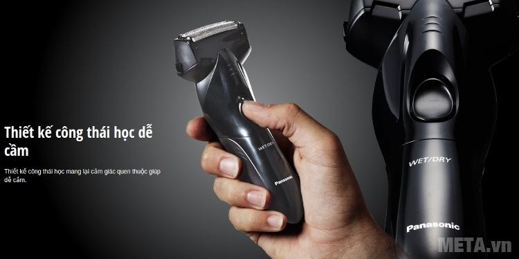 Máy cạo râu Panasonic ES-SL10 nhỏ gọn, dễ cầm.