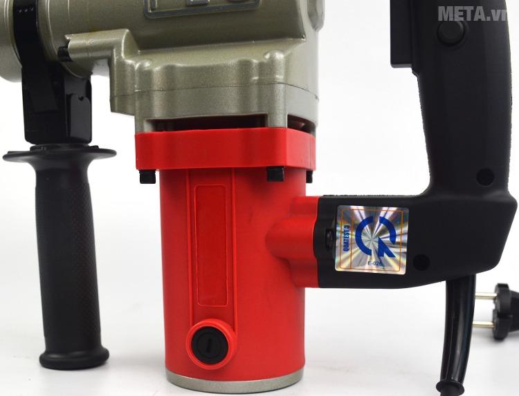 Máy khoan động lực FEG EG-550 (26mm) với thiết kế báng tay cầm chắc chắn, chống trơn trượt.