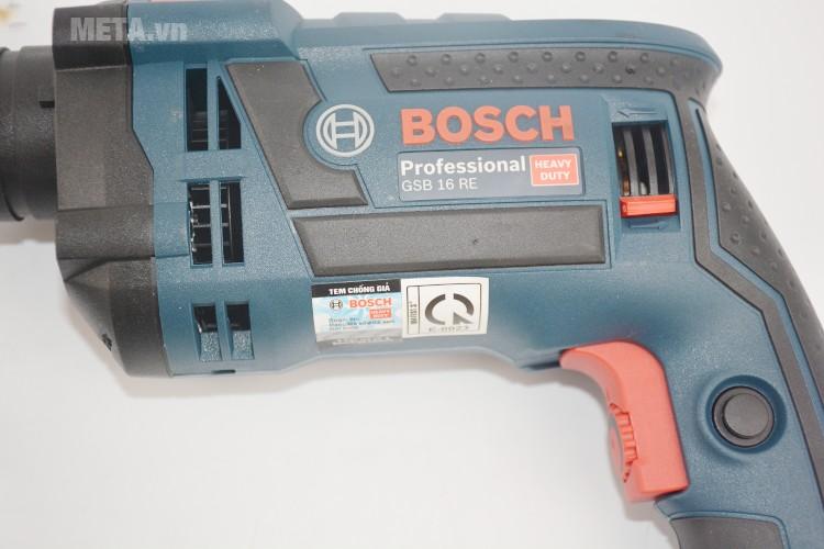 Máy khoan động lực Bosch GSB 16 RE với thiết kế thân máy chắc chắn.