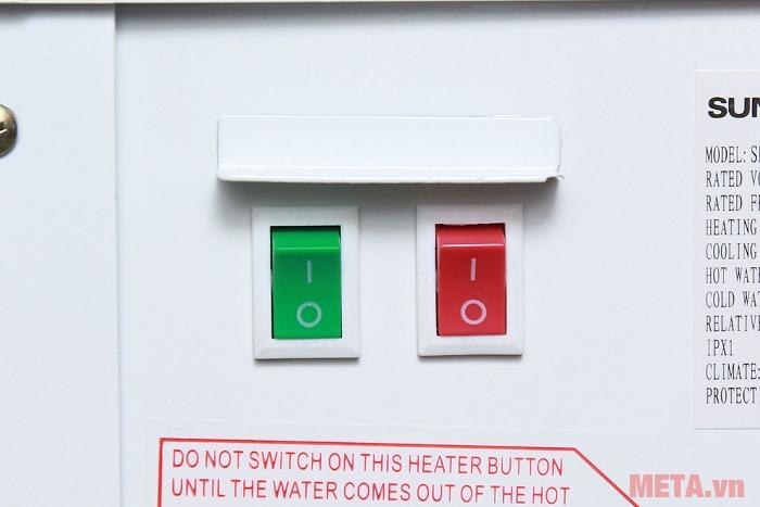 Cây nước nóng lạnh Sunhouse SHD9600 có công tắc bật/tắt chế độ nước nóng/lạnh phía sau.