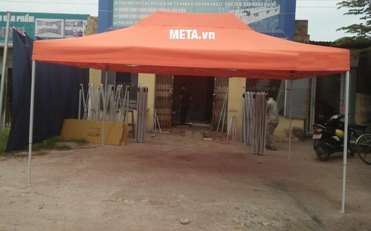 Bạt mái nhà bạt di động 3m x 4,5m có màu cam nổi bật.