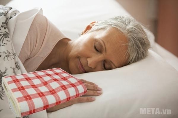 Đệm sưởi đơn Hando 1.6m x 0.8m sẽ mang lại giấc ngủ ngon hơn cho người già.