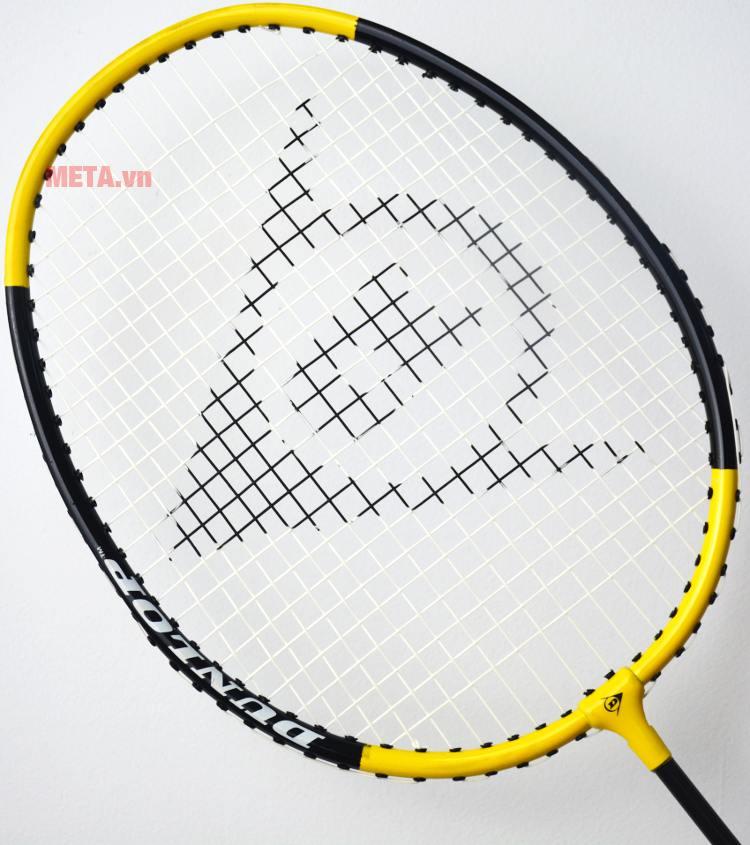 Vợt cầu lông Dunlop Attack 8 G1 với thiết kế nan vợt đan chắc chắn.