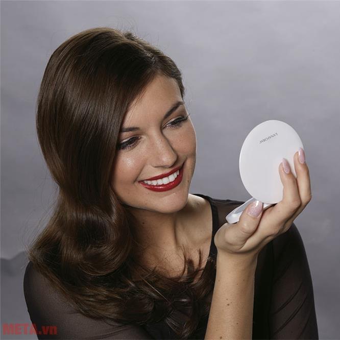 Gương trang điểm 2 mặt có đèn led Lanaform Oh Mirror LA131008 cho hình ảnh sáng, rõ nét.