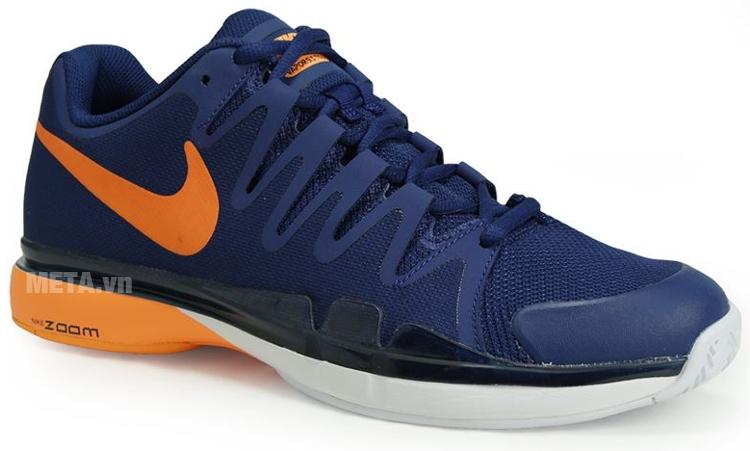 Logo Nike màu cam in trên thân giày tennis nam Nike Zoom Vapor 9.5 Tour 631458-401 thật nổi bật.