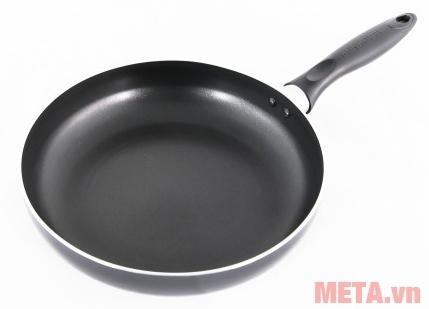 Chảo từ Sunhouse Magnetic Pan SH-M18 dùng chiên rán ngập dầu.