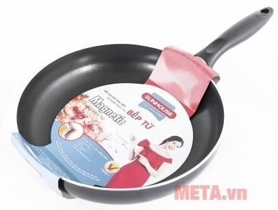 Chảo từ Sunhouse Magnetic Pan SH-M18 dùng cho bếp từ.