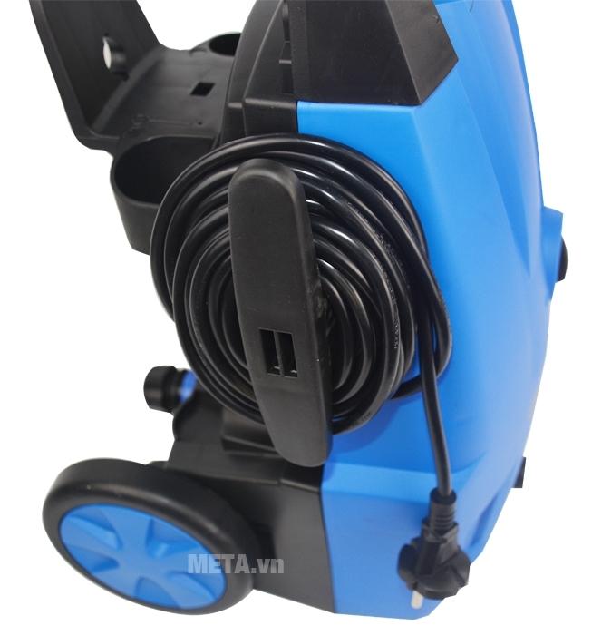 Máy rửa xe HP Oshima CM1 dễ dàng quấn gọn dây điện trên thân máy.