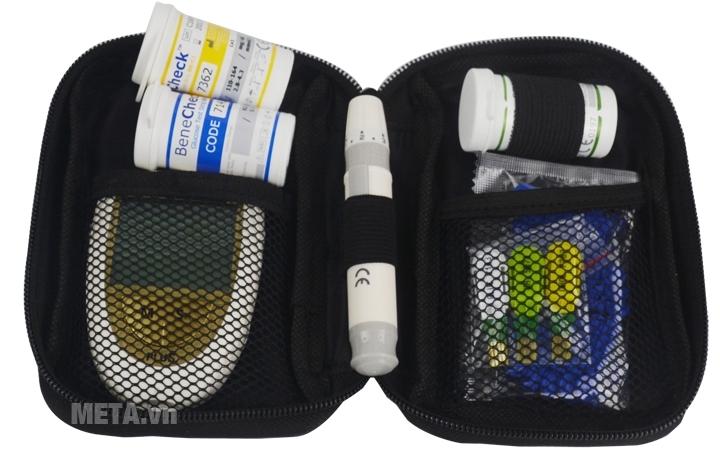 Máy đo đường huyết 3 trong 1 Benecheck Plus có túi đựng giúp cất giữ máy gọn gàng hơn.