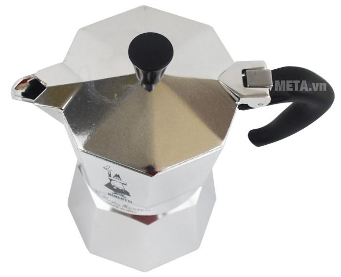 Ấm pha cà phê Moka Express 4TZ BCM-1164 có tay cầm và núm mở nắp bằng nhựa.