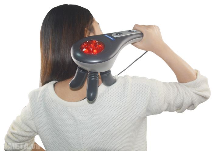 Lanaform Finger Mass LA110206 có đèn hồng ngoại giúp giảm đau nhức cơ bắp, giải tỏa mệt mỏi, lưu thông máu.