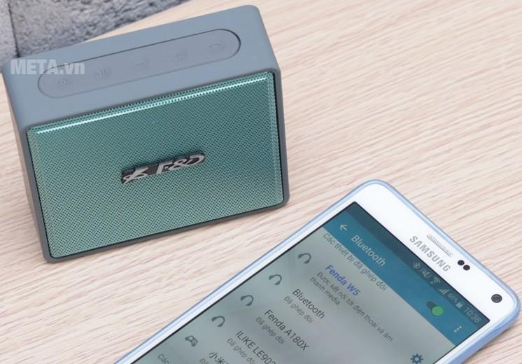 Loa Fenda W15 có thể kết nối điện thoại dễ dàng.
