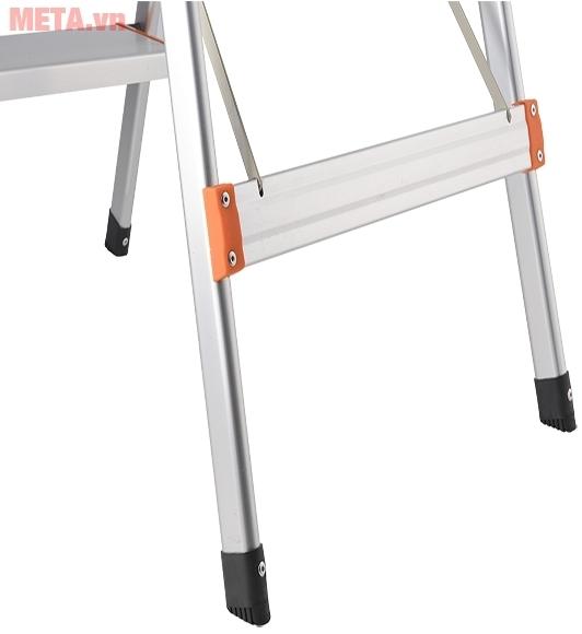 Chân thang ghế 3 bậc Nikawa NKA03 có nút nhựa chống trượt