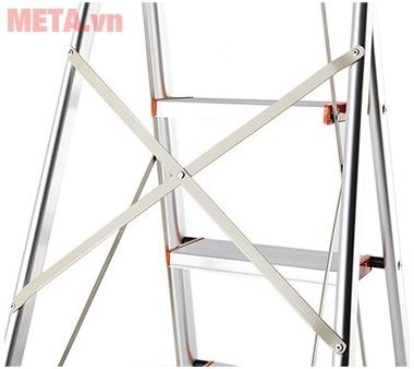 Thang ghế 3 bậc Nikawa NKA03 với thiết kế khung thang chắc chắn.