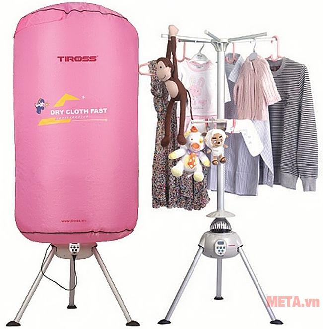 Máy sấy quần áo Tiross TS-881 có giá đỡ vững chắc.