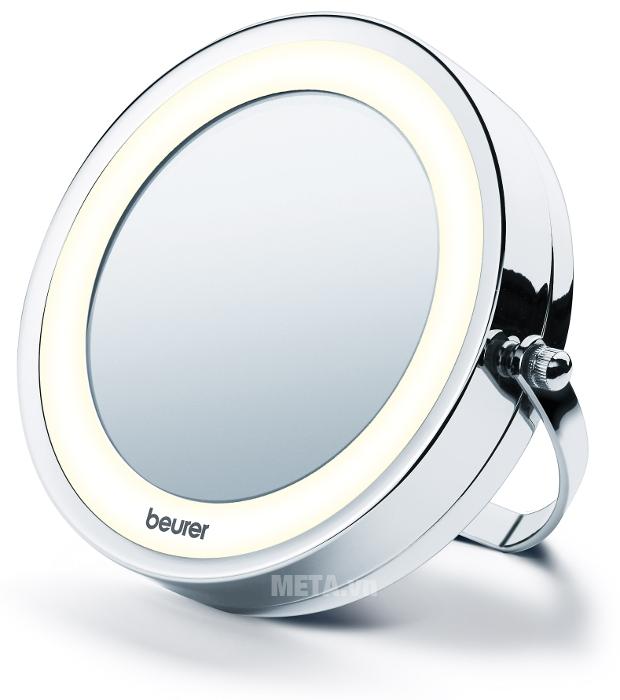 Gương trang điểm 2 mặt kèm đèn led Beurer BS59 có thể đặt trên bàn để sử dụng.