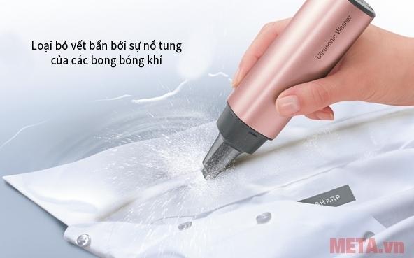 Thiết bị tẩy rửa bằng sóng siêu âm Sharp UW-A1V-N loại bỏ vết bẩn trên quần áo nhanh chóng.